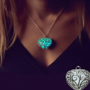 Fashion Glowing Heart Pendant Necklace