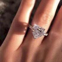 Fashion Heart-shape Rhinestone Inlaid Ring